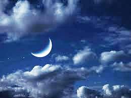 Lune dans le ciel étoilé